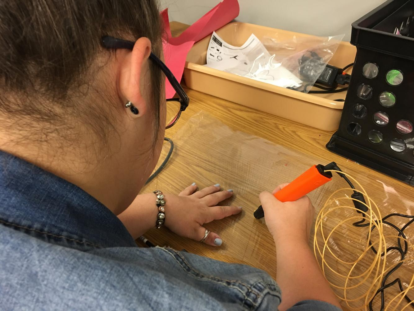 Senior Ali Beasley works with the new 3D pen in the